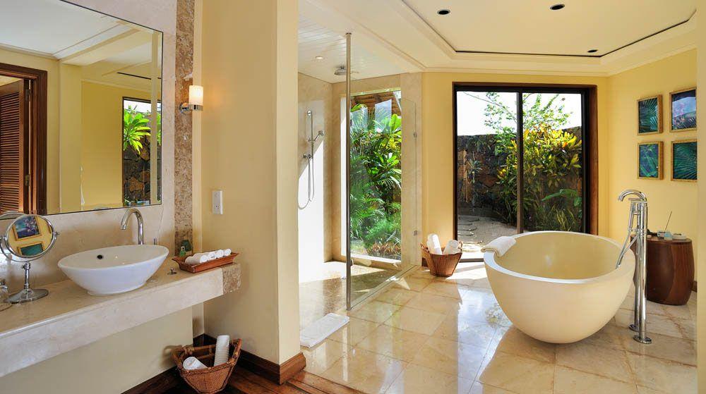Exclusive Villa Neben Einem Luxuriösen Schlafzimmer Und Bad Verfügen Die  Exclusive Suite Villen über