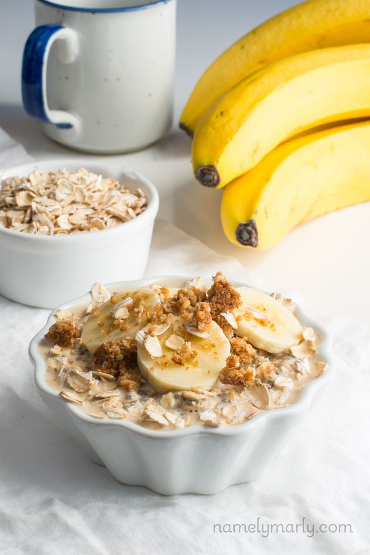 This healthy, delicious, no-cook Vegan Peanut Butter Overnight Oats recipe is made with oats, chia, peanut butter powder, bananas, and plant-based milk.
