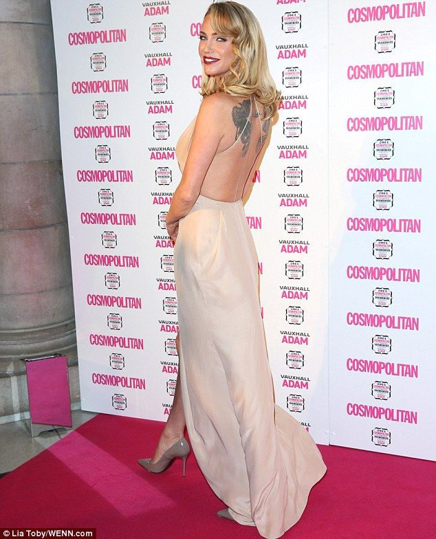 Glamour Sarah Added An Old School Hollywood Feel To Her Dress With Curls And