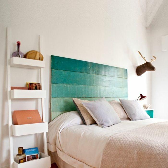 schlafzimmergestaltung diy betthaupt blaugrüne farbe puristische - platzsparend bett decke hangen