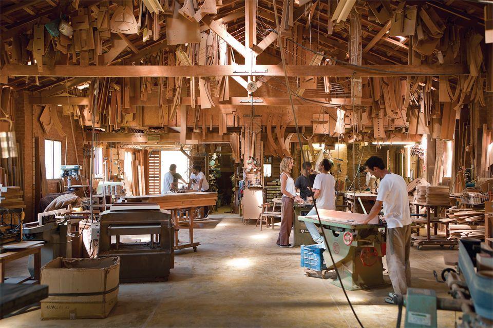 A busca de dois designers pelo conhecimento da madeira e da marcenaria