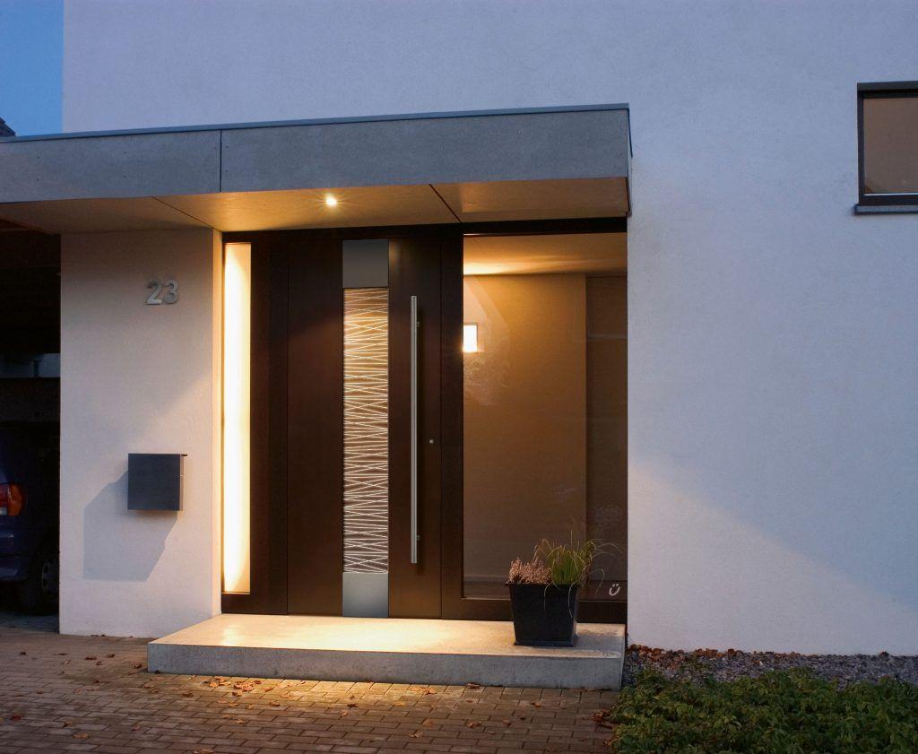 Ein Strahlender Empfang Mit Led Beleuchtung Beginnt Das Wohlfuhlen Schon An Der Haustur In 2020 Custom Exterior Doors 2 Storey House Design Door Design
