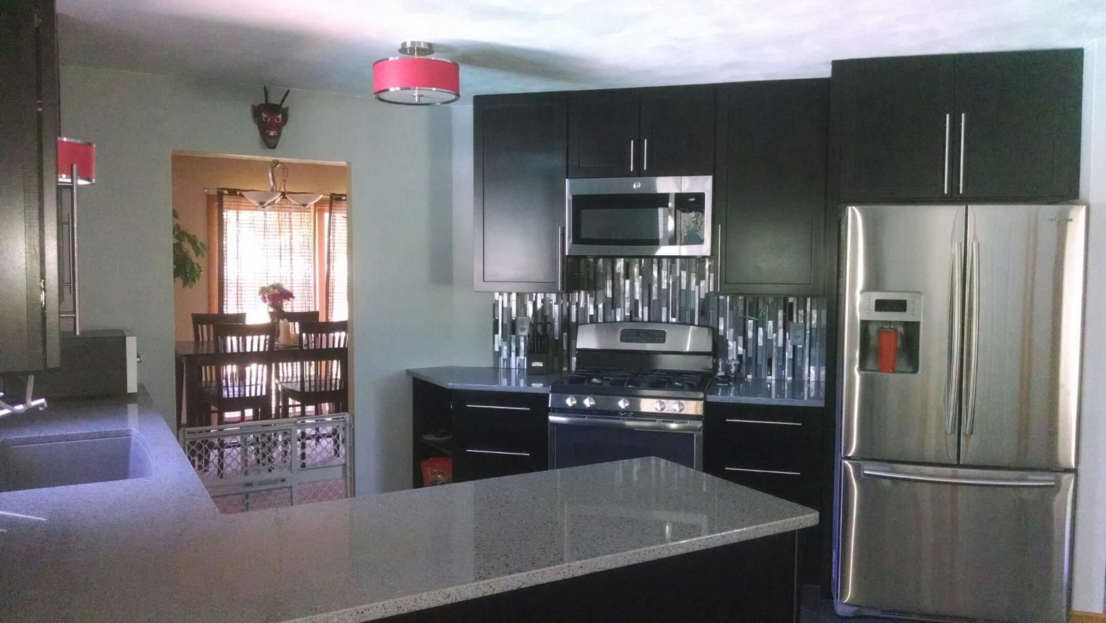 Waypoint Cabinetry Glazzio Glass Stainless Back Splash Silestone Countertops Midwest Stone So Custom Kitchen Remodel Silestone Countertops Kitchen Design