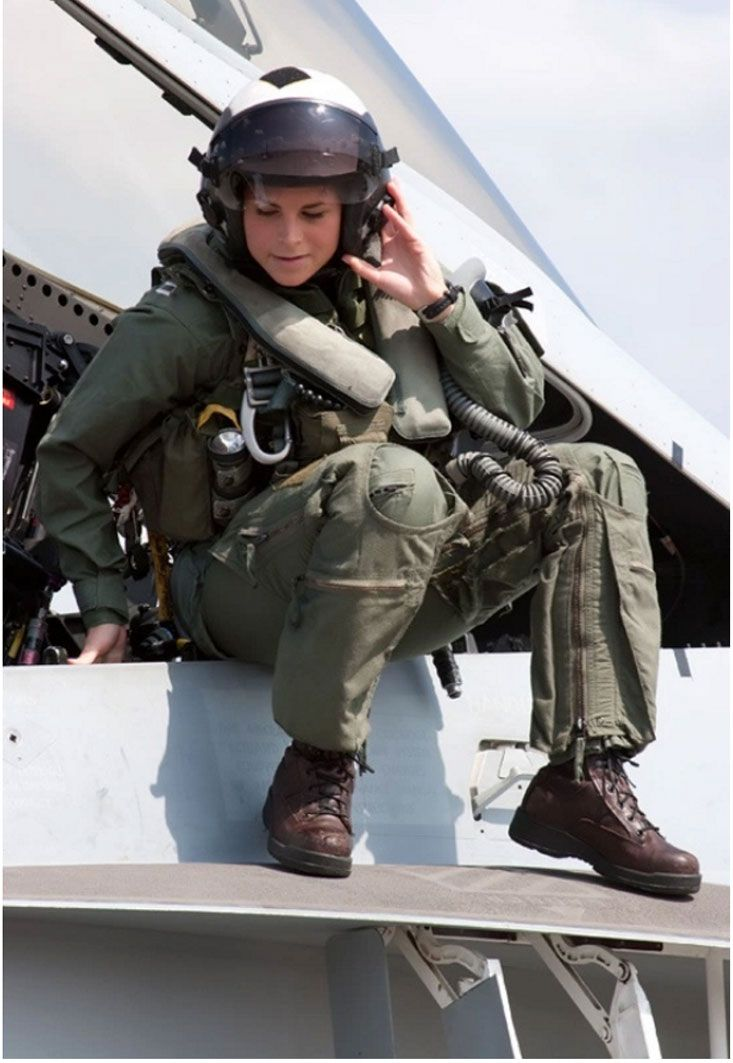Stunning Female Fighter Pilots From Around The World You Ll Fall In Love Female Fighter Fighter Pilot Female Pilot
