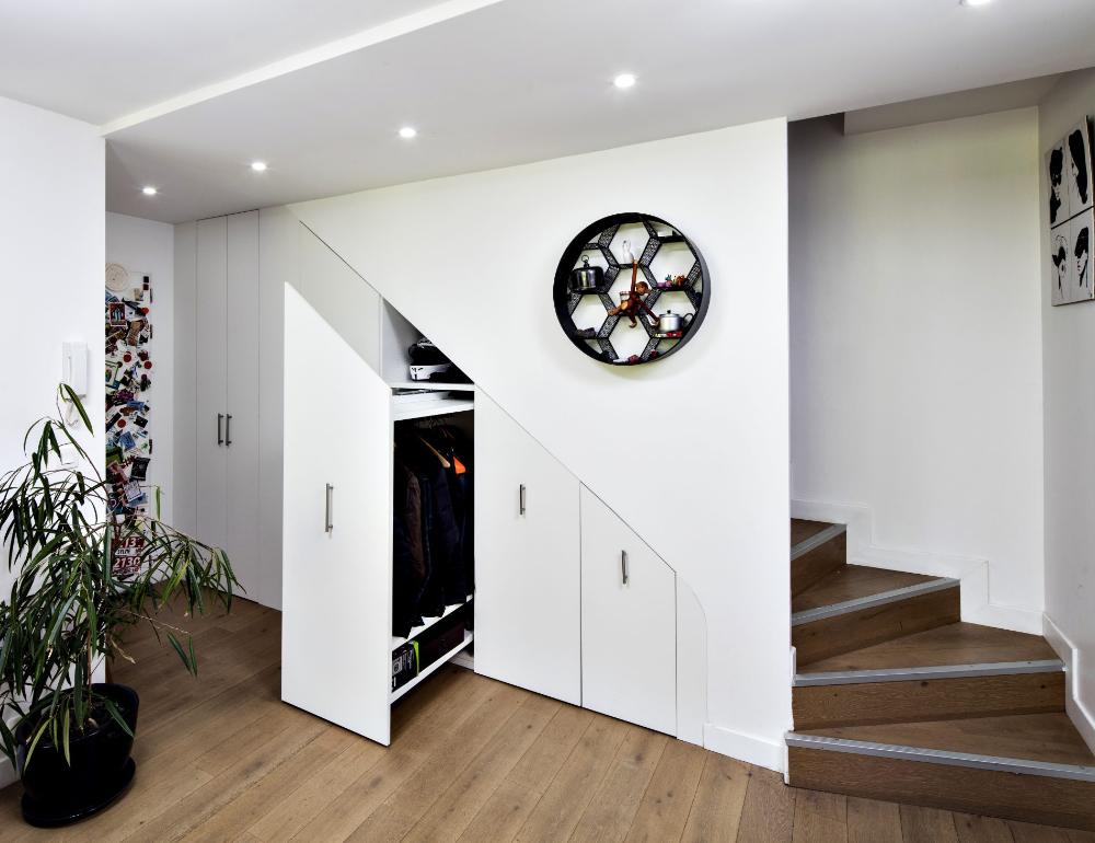 Sous Escalier A Tiroirs Coulissants Blancs Compagnie Des Ateliers En 2020 Tiroir Placard Sous Escalier