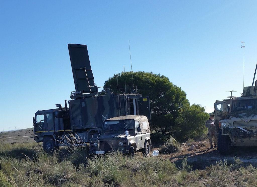 posto radar contro-fuoco ARTHUR su ASTRA ACTL SMR 44.30 4X4 + AR90+ mezzo esercito non italiano