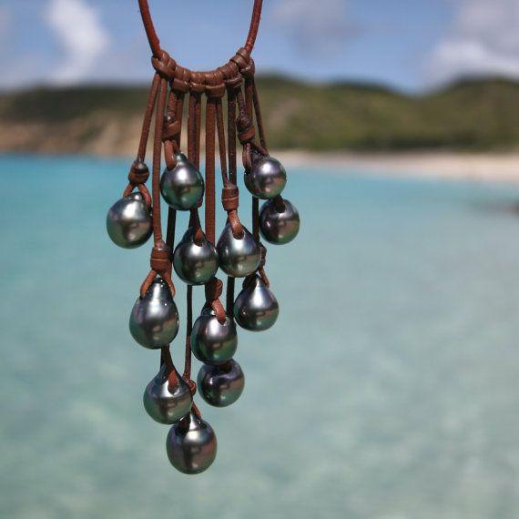 Perlas de collar de cuero y Tahití. Grupo perla negra de