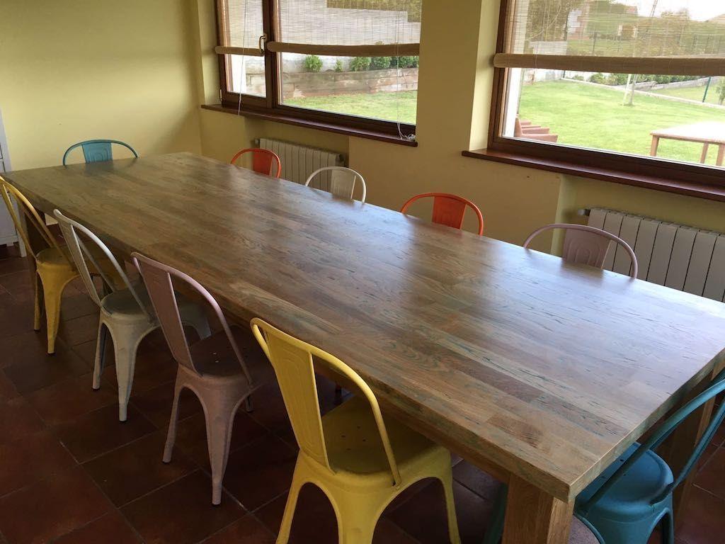 Mesa de comedor rústica de madera de teca color marrón