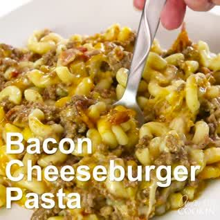 This delicious homemade Hamburger Helper is on the table in twenty minutes. Bacon Cheeseburger Pasta is an awesome weeknight meal the whole family will love! #skilletdinners #weeknightdinners #groundbeefdinners #groundbeefrecipes #bacon #ground beef #pasta #cheese #foodvideos #recipevideos #groundbeefrecipes