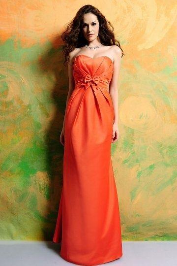 dcd5fed1c89e Robe longue soirée chic orange décolleté coeur sans bretelles ornée de  noeud papillon