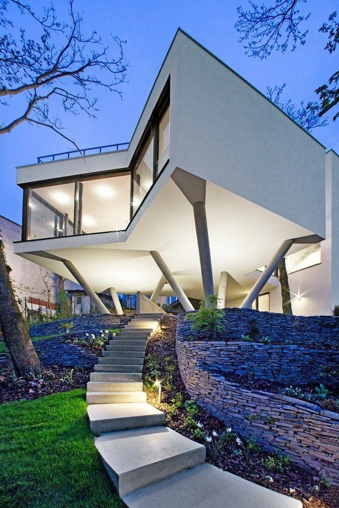 Impressionnante maison contemporaine sur pilotis pour dompter le