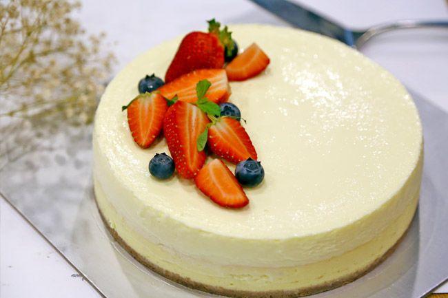 Philadelphia New York Style Sour Cream Cheesecake Recipe Danielfooddiary Com Cheesecake Sour Cream Cake Cheesecake Recipes