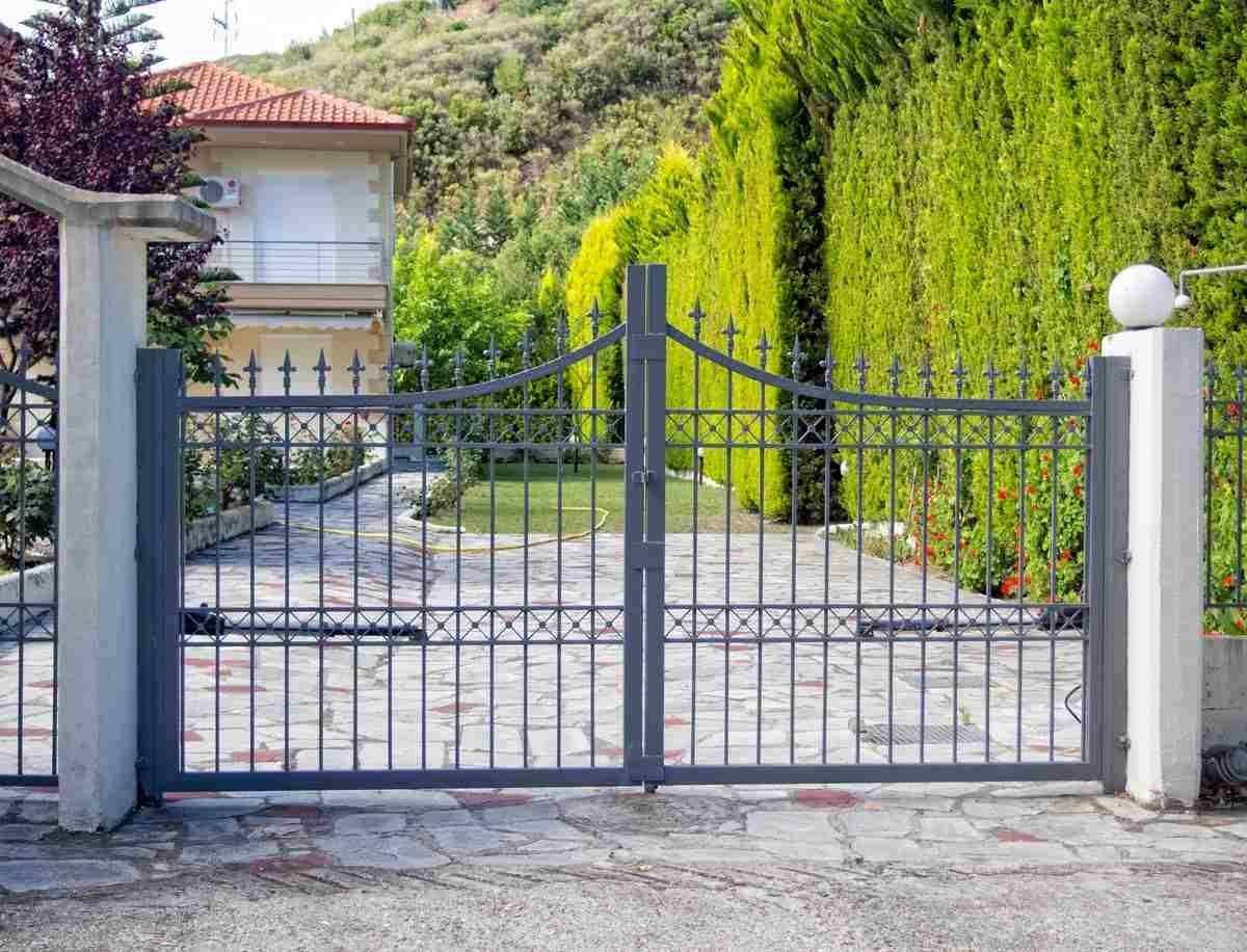 Le Portail D Entr 233 E De Maison En Fer Donne Un Cachet Aux