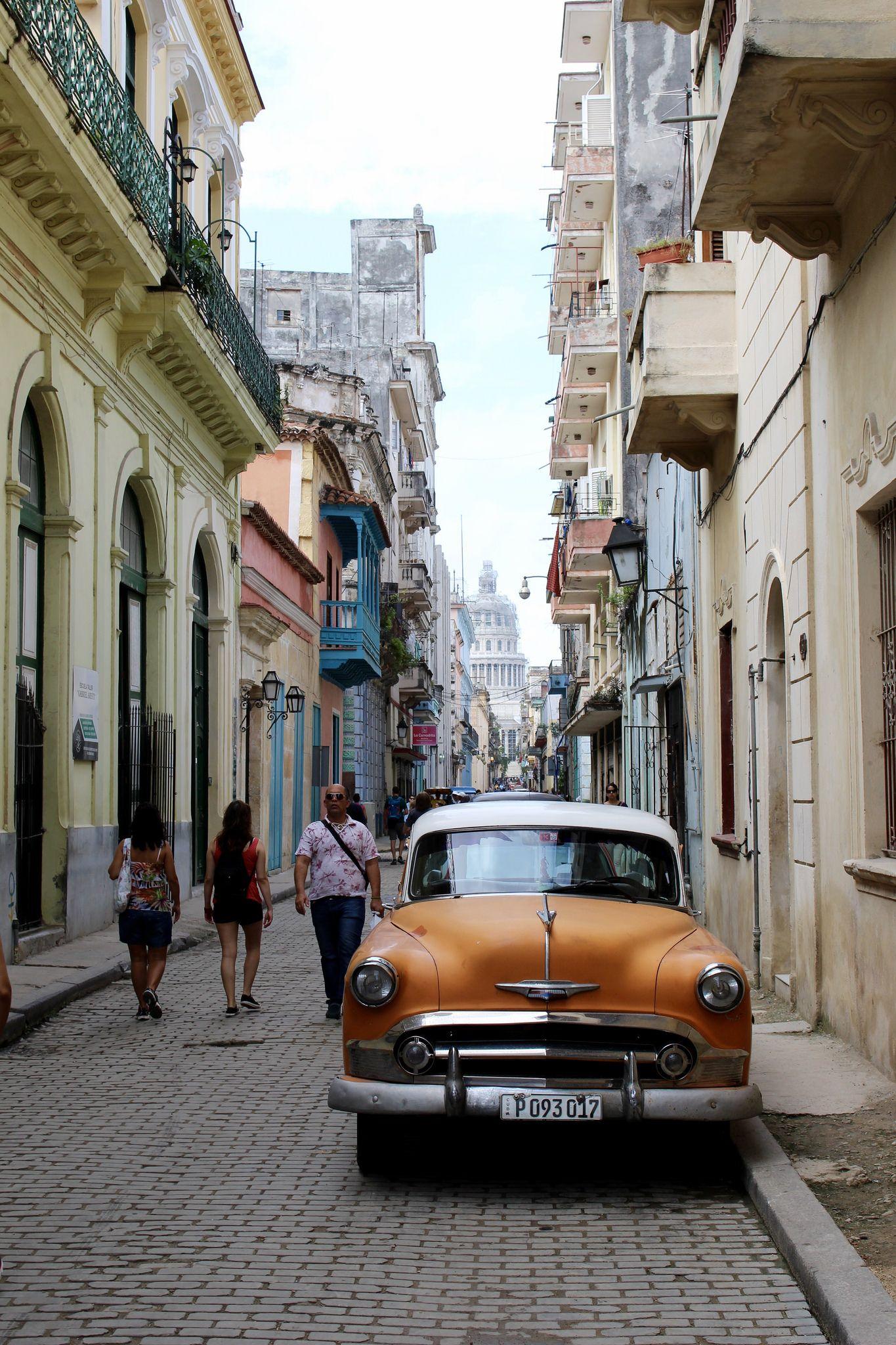 https://flic.kr/p/FnzX3K | La Habana, Cuba | Calle Brasil. La Habana Vieja