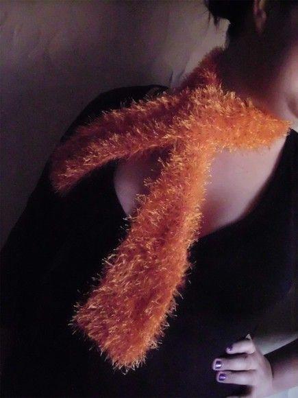 Cachecol super felpudo, feito a mão com fio passion em tricot. 1,10 x 8,0 cm R$25,00