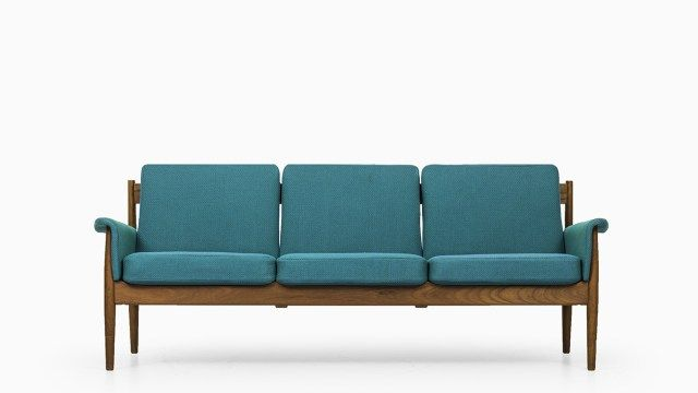 Finn Juhl sofa model Grand Danois at Studio Schalling