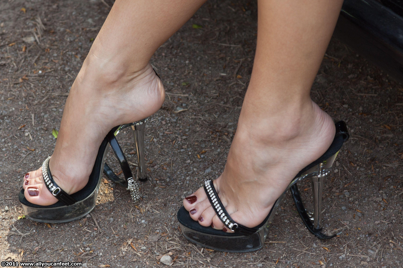 Трамплинг голыми ногами, Трамплинг босиком - видео top Her Flesh HD 17 фотография