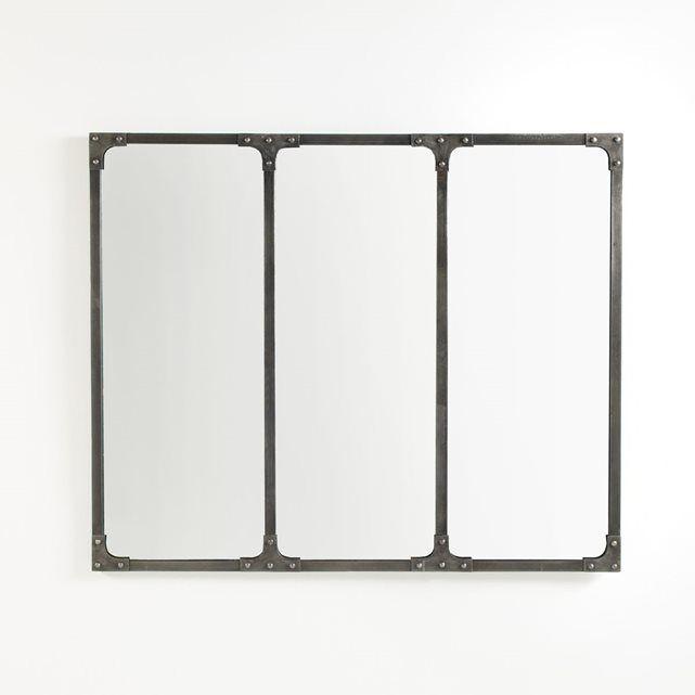 Ce miroir, Lenaig, joue la carte du design industriel avec sa façade en 3 miroirs et ses montants en métal brut assemblés par rivets. A suspendre ou à poser au plus vite pour une touche déco tendance.Caractéristiques du miroir industriel, Lenaig :Miroir à fixer au mur par platine ou à poser. Fixation murale horizontale ou verticale. Structure finition brute en métal, assemblée par rivets.(Vis et chevilles non fournies)Retrouvez tous les miroirs style industriel Lenaig sur…