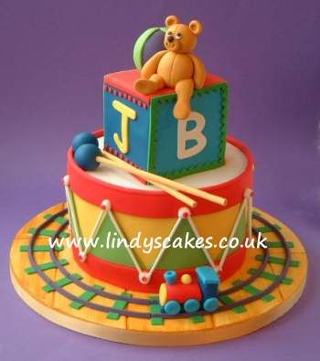 stacked-toys-cake-by-lindy-smith
