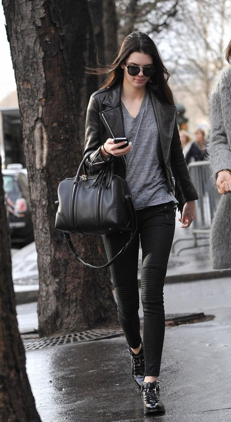 9a21ec3087a8 kendall Jenner parade paris chic style show scenes look blue fashion week  fashion avatar France