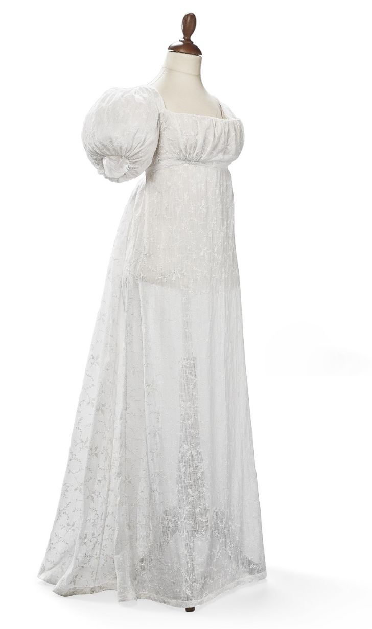 Dress 1815-1818: What Anna wears the night she attends a dinner ...