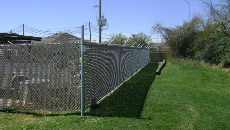 6 Ft 1 Ft Chain Link Fence With Privacy Slats 6 Ft Of Fabric