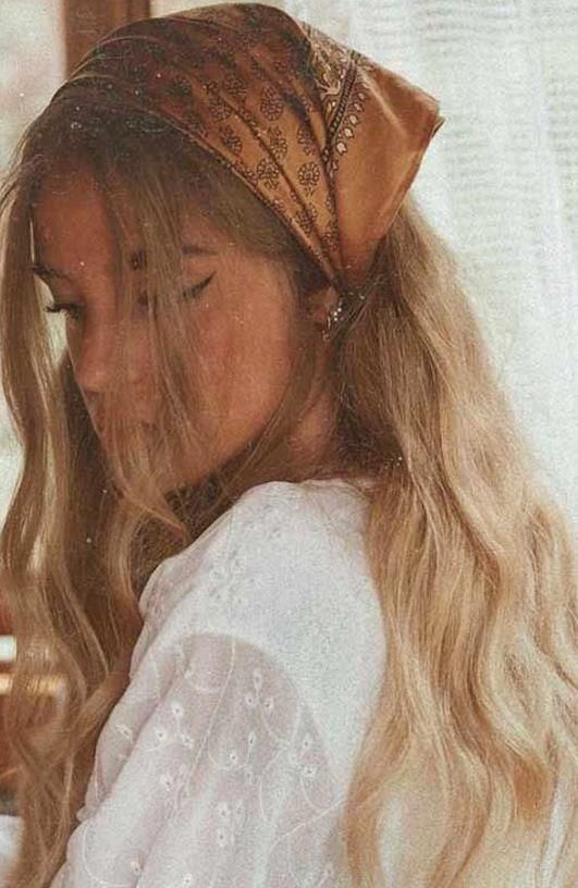 Pretty Ways To Wear A Scarf In Your Hair Easy Hairstyle With Scarf Hairstyles In 2020 Aesthetic Hair Scarf Hairstyles Bandana Hairstyles