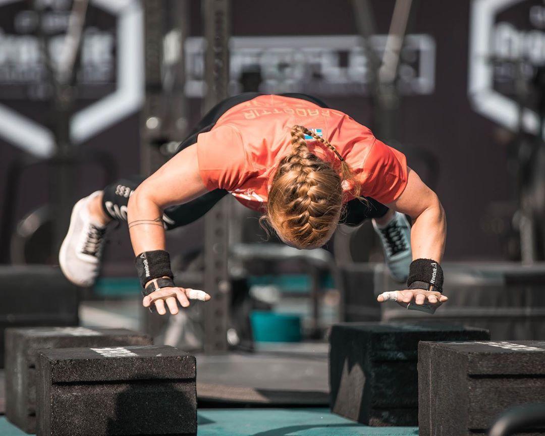 746 Kedveles 7 Hozzaszolas Oddrun Eik Gylfadottir Eikgylfadottir Instagram Hozzaszolasa Floor Is Lava And So Is The To Yoga Fitness Fitness Yoga