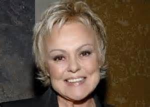 Muriel Robin (Muriel Marie Jeanne Robin) est une humoriste de one woman show et actrice française, née le 2 août 1955 à Montbrison dans la Loire.