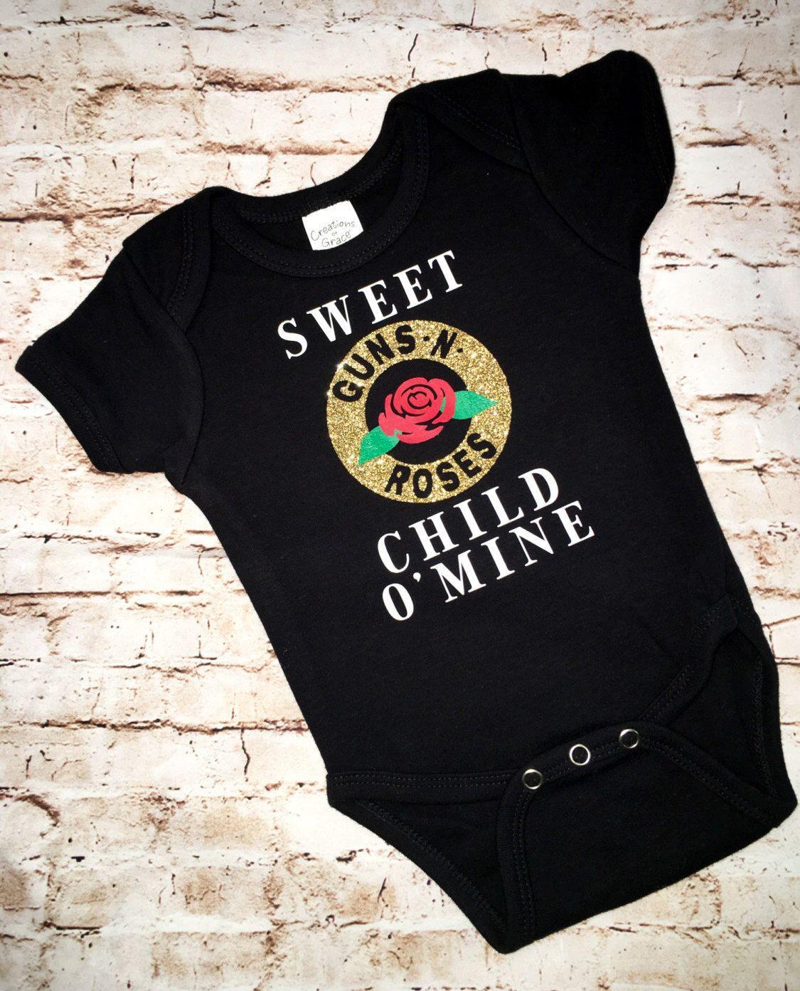 Rock Off Guns N Roses Baby Strampler mit Aufschrift Sweet Child O Mine