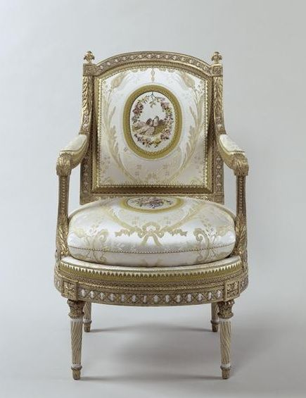 Le Mobilier De Versailles Fauteuil With Images Custom Made Furniture Classic Furniture