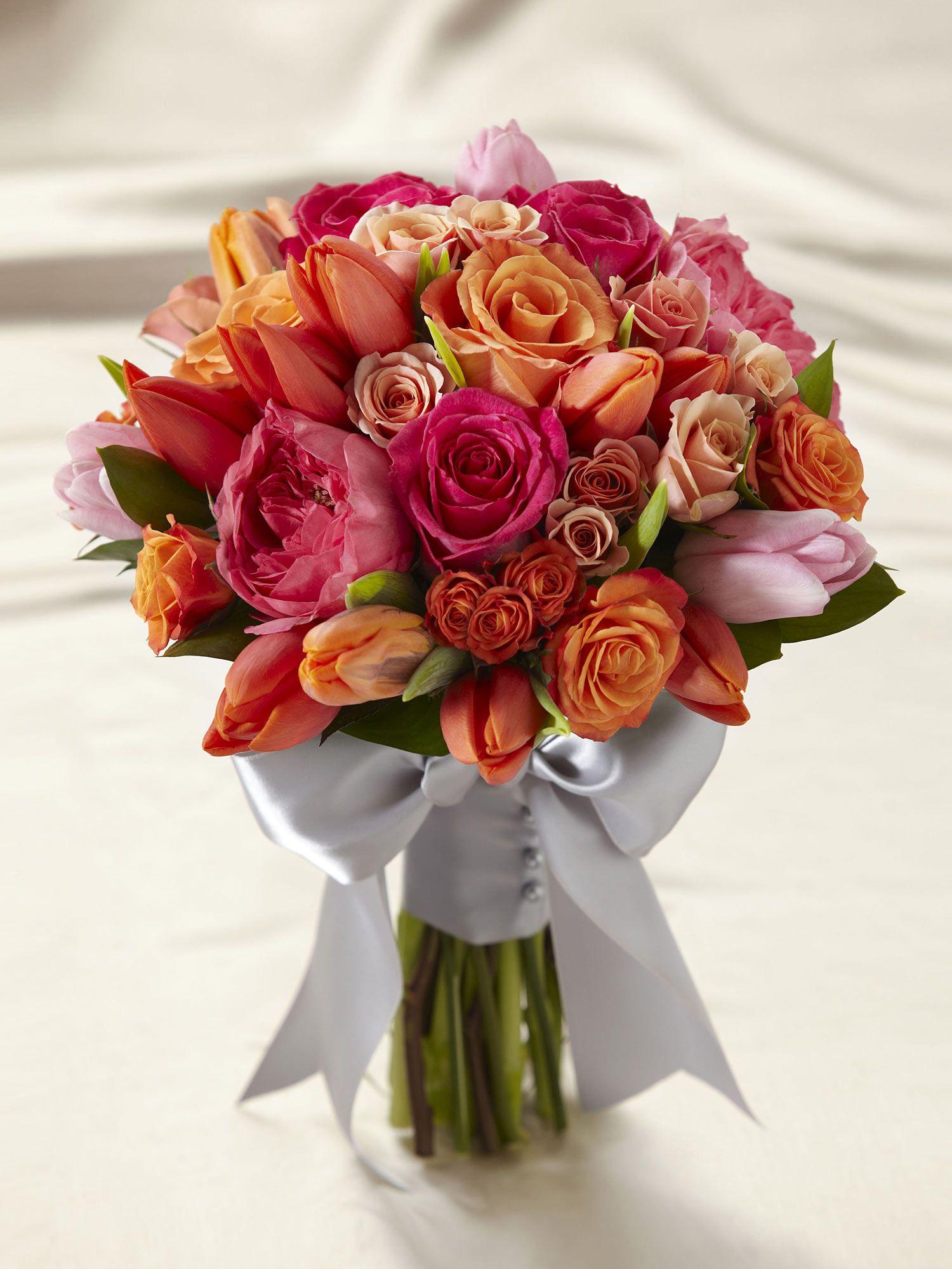 A gorgeous summer wedding bouquet.