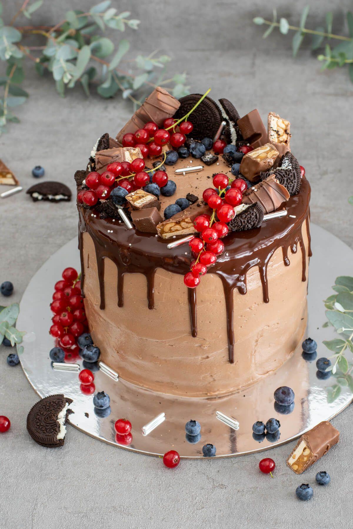 Saftige Schoko Drip Torte mit fruchtiger Fülle und Nutella-Creme