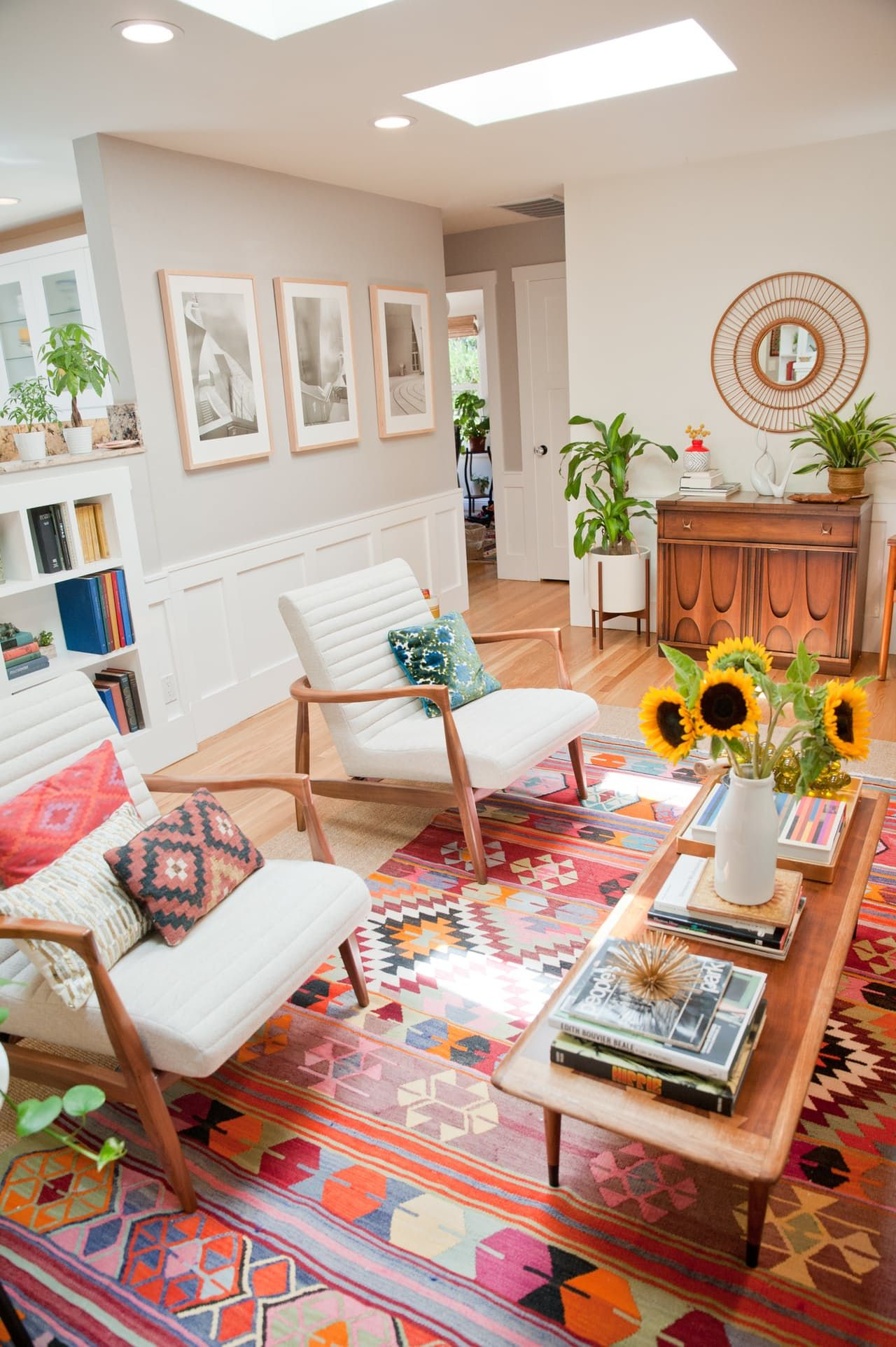 Innenarchitektur wohnzimmer für kleine wohnung house tour a cheery patterned oasis in california in   first
