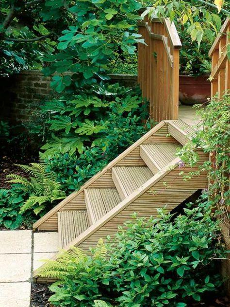 holztreppe bauen-im garten-kieswege gestalten | hanggarten, Garten ideen