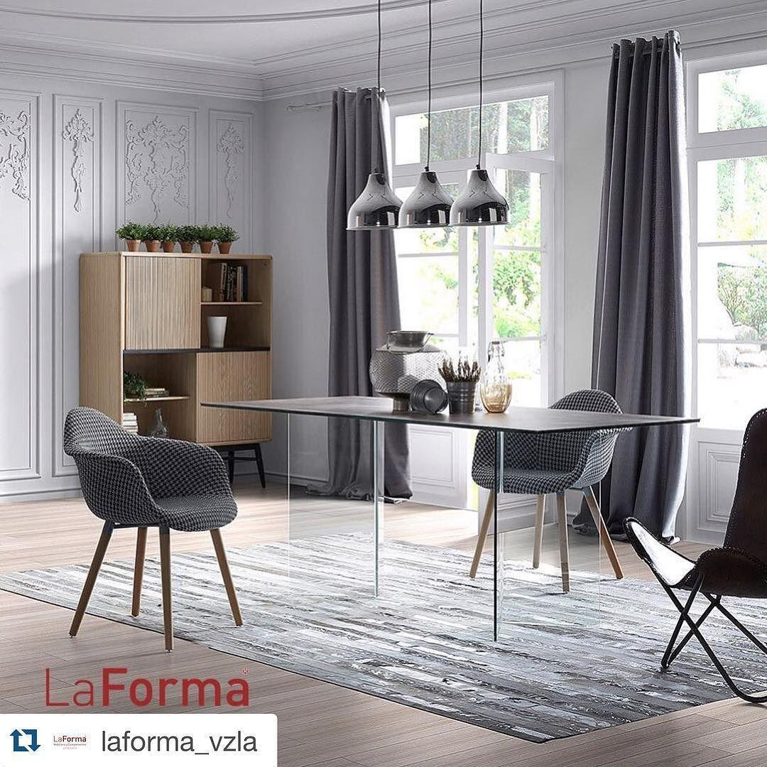 """#Repost @laforma_vzla with @repostapp.  Tenemos la silla """"KENNA"""" en tejido blanco y negro y patas de madera que te parece?  Somos LaForma Venezuela distribuidores exclusivos. Ventas al mayor y detal de mobiliarios y complementos para tu hogar  Info@laforma.com.ve / 58 (0412) 6595169  #laformavenezuela #laforma #design #interiordesign #diseñodeinteriores  #luxurylifestyle #furniture #venezuela #sillas #tallchairs #sillasaltas #blackandwhite by emartini66"""