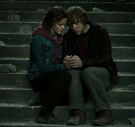 Are ron and hermione dating in the deathly hallows