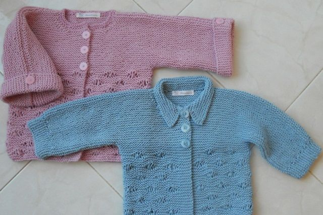 Ecco lo schema maglia per fare un giacchino ai ferri semplice e bello per  bambina e 9bb2f39b1131