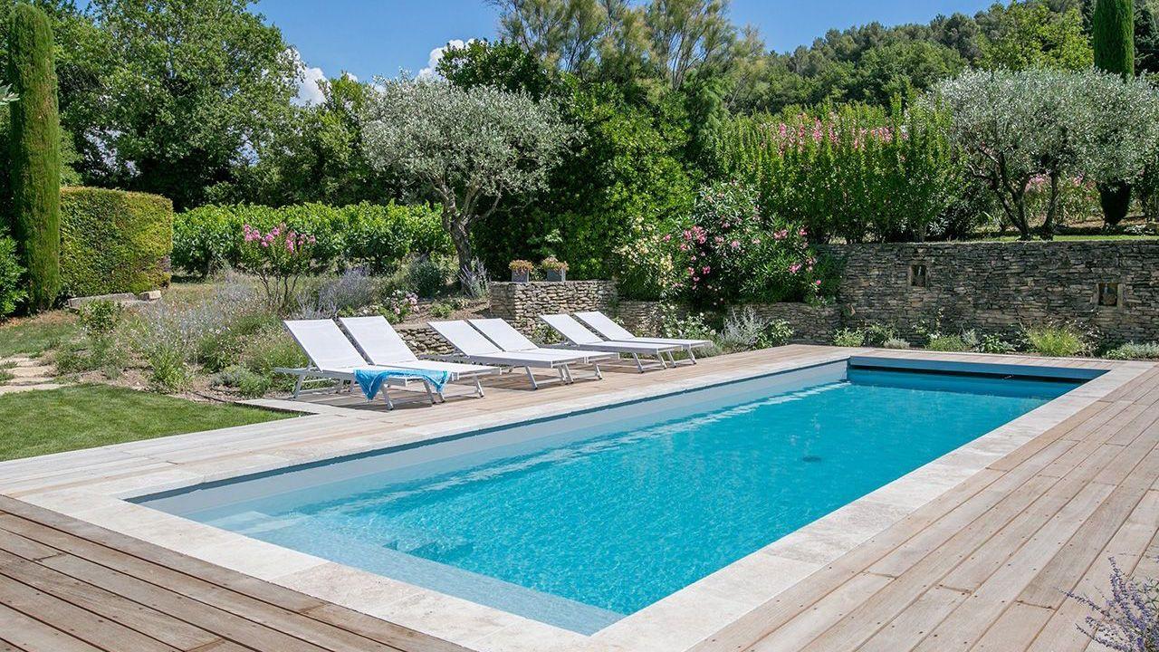 piscine 11 x 3 5 m rev tement gris clair escalier plage et int rieur margelles en pierre. Black Bedroom Furniture Sets. Home Design Ideas