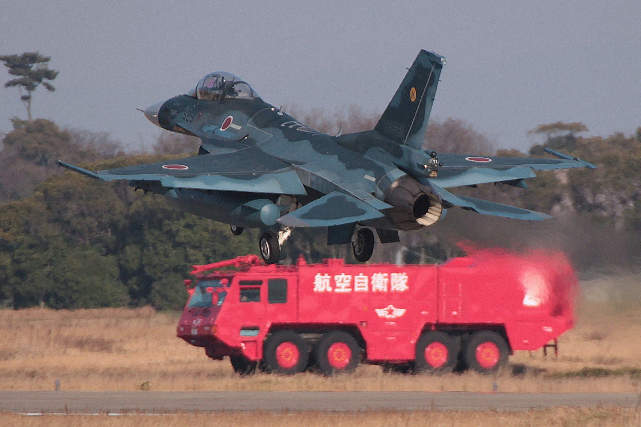 F-2 Mitsubishi Japan  https://www.facebook.com/BuruinparusuZhuChengJiDenoKong?fref=photo