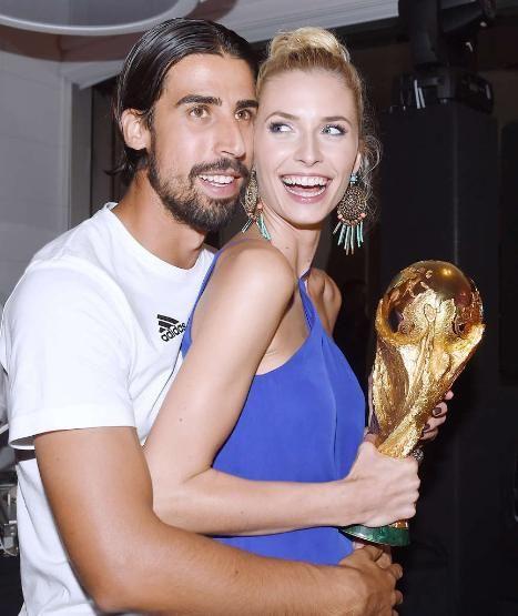 Who Holds The Cup Sami Khedira And Girlfriend Lena Gercke Lena Gercke Sami Khedira Lena Gercke Sami Khedira