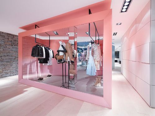 Le pop-up store Chanel à Courchevel   Luxury Boutique   Magasin ... 74eb1a1c8c3