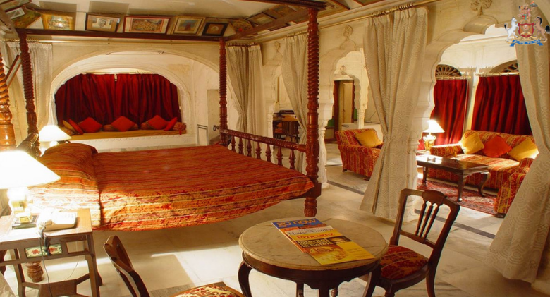 The tastefully decorated and well-equipped rooms of Castle ...