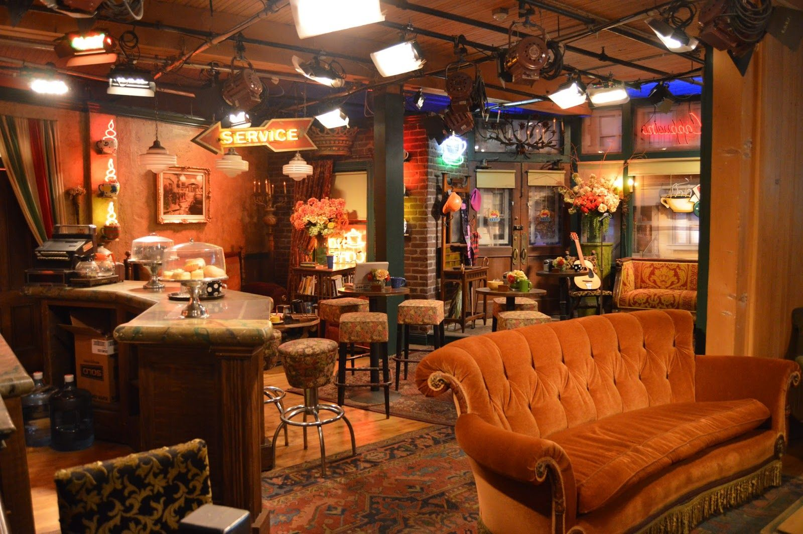 sofa from friends best bed sg central perk coffee shop 39friends 39