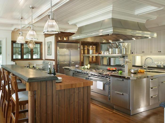 viele moderne Geräte in silberner Farbe in einer offenen Küche - küche farben ideen