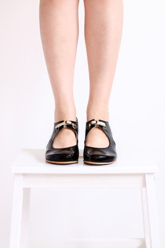 Zapatos de mujer bombas negro con recorte detallan por ADIKILAV