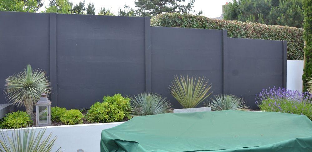 Clôture jardin plaques de béton peintes en gris anthracite ...
