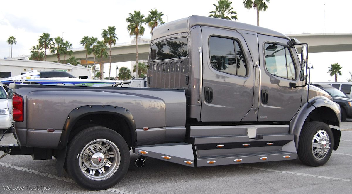 Image for Custom Freightliner Sport Chassis | Big pimpin