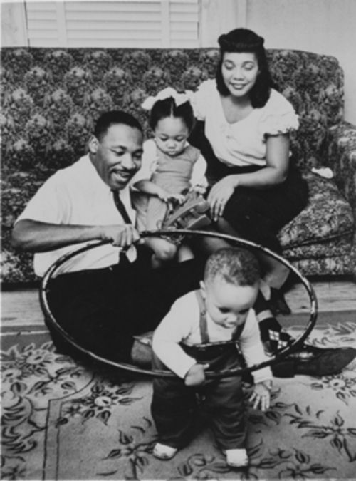 dr martin luther king with his family
