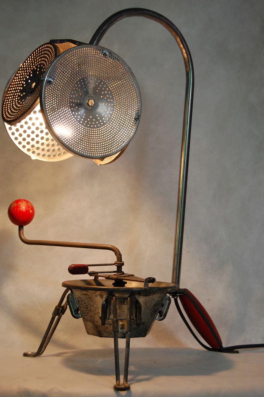 lampe d tourn e insecte r alis e partir de vieux objets de cuisine recycl s luminaires par. Black Bedroom Furniture Sets. Home Design Ideas